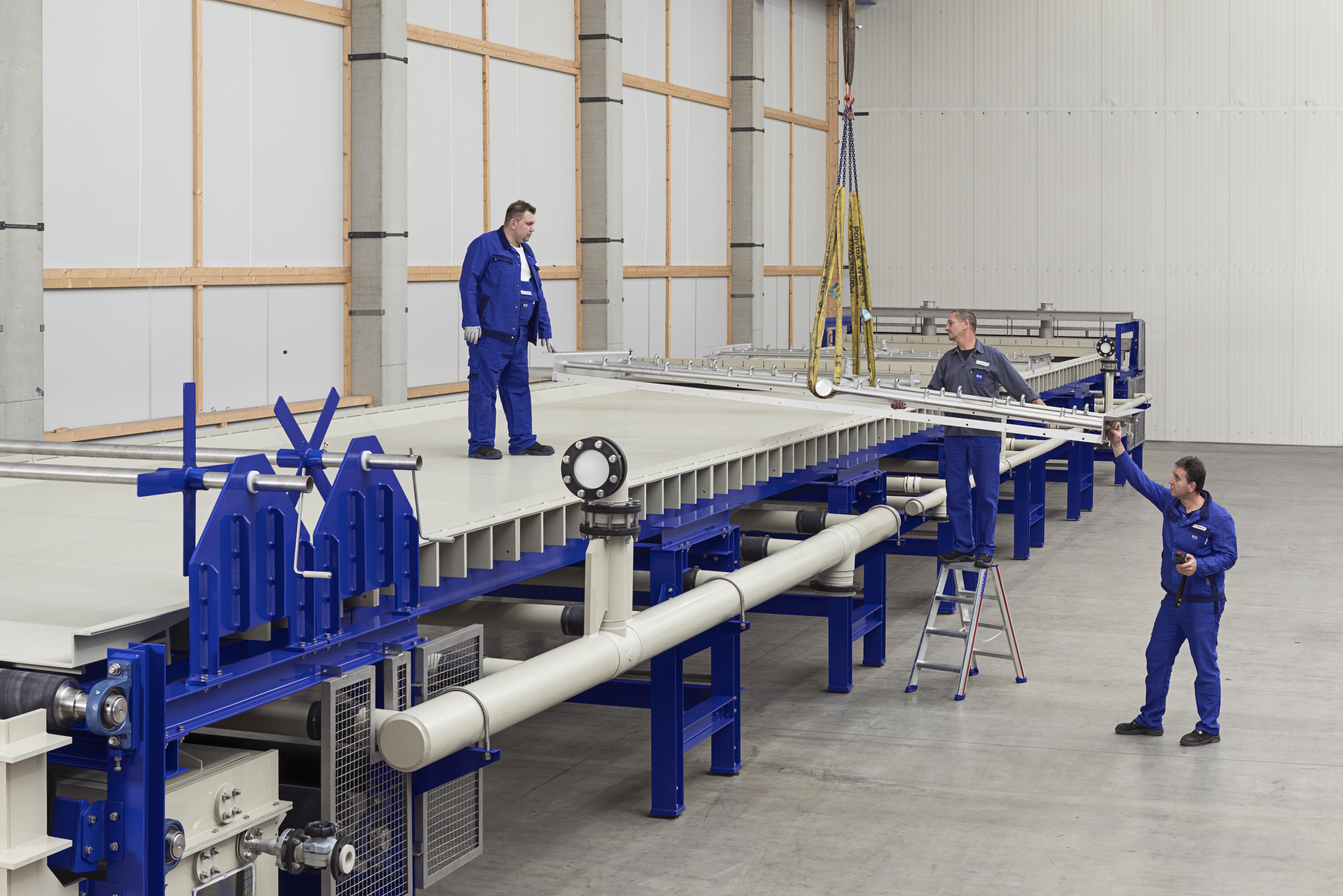 Der Taktbandfilter vom Typ BF 350-255 verarbeitet stündlich bis zu fünf Tonnen Pflanzenreste.