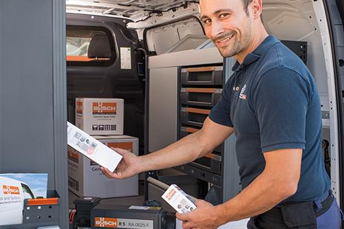 Servicetechniker an Van (Anlage)