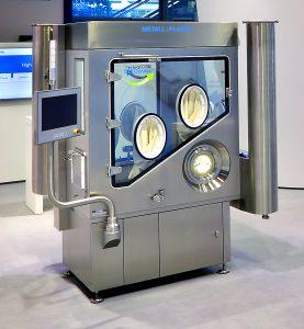 Anschaulich präsentiert Metall+Plastic eine neue Technologie zur Dekontamination von Isolatoren. Bild: Optima