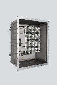 In den Schaltschränken sorgen gasdurchlässige, mehrschichtige Metallgewebe in den Seitenwänden für schnellen und sicheren Abbau auftretender Explosionsenergie. Bild: R. Stahl