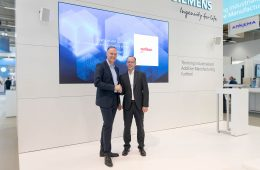 Von links nach rechts: Dr. Sven Hicken, Oerlikon, Head of Additive Manufacturing Business Unit & Dr. Karsten Heuser, Siemens, Vice President for Additive Manufacturing. (Bild: Oerlikon, Siemens)
