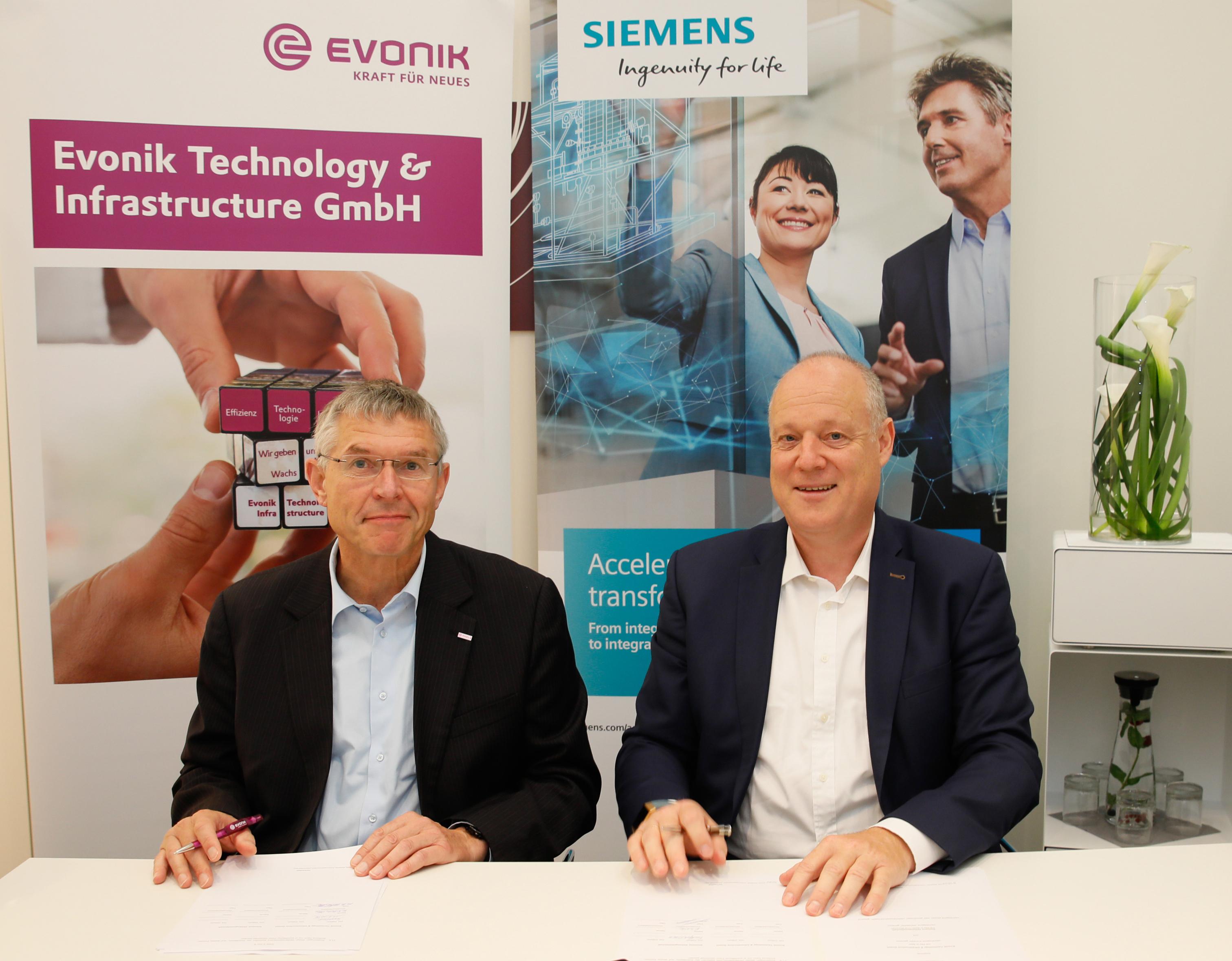 Siemens und Evonik schließen eine Technologiepartnerschaft. Ziel ist die Entwicklung und Integration eines Asset-Lifecycle-Datenmodells in die Siemens-Softwarelösung Comos.